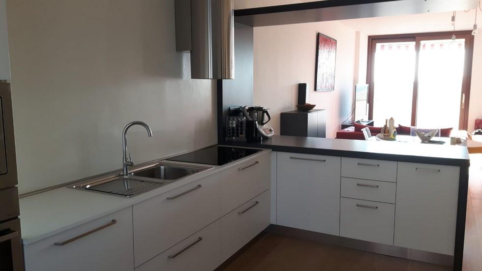 cucina ad angolo bianca moderna