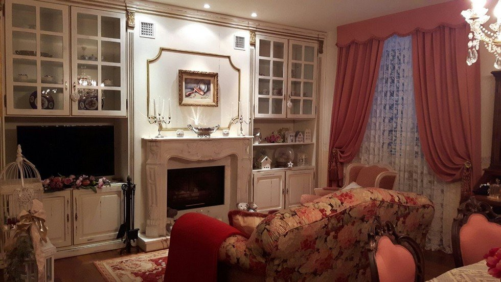 Boiserie con camino in marmo tutto in legno massello
